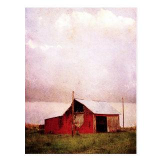 Den röda ladugården på solnedgången vykort