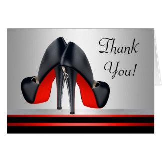 Den röda och svart kickhälet skor tackkort OBS kort