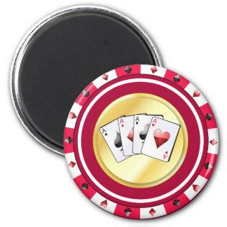 Den röda pokerchipen med kvadraten göra ett ess på magnet