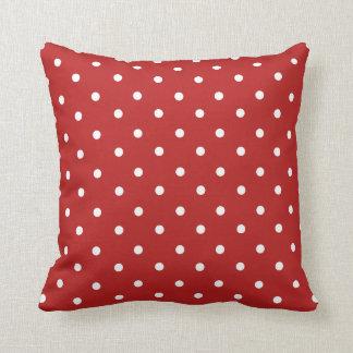 Den röda polkaen pricker den hem- dekordekorativ kudde