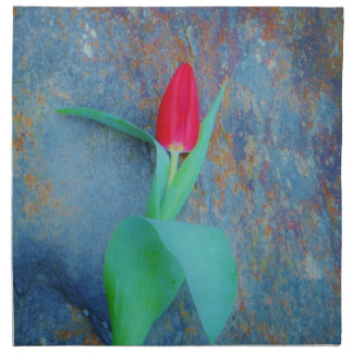 Den röda tulpan på blåttgrå färg kritiserar tygservett