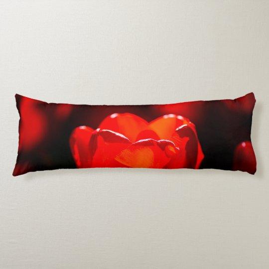 Den röda tulpanblomman - avfyra kroppskudde