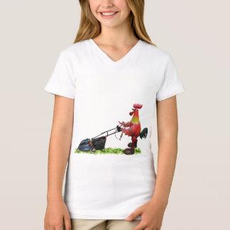 Den röda tuppen med en gräsklippare som ha på sig t-shirts