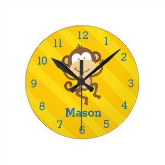 Den roliga apan i djungelpersonligväggen tar tid rund klocka