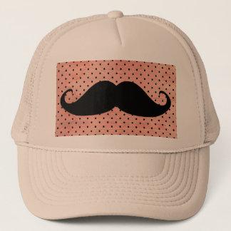 Den roliga mustaschen på gullig rosa Polka pricker Truckerkeps