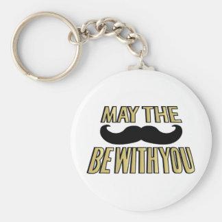 Den roliga Mustaschmaj stachen är med dig Rund Nyckelring