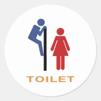 Den roliga toaletten undertecknar rund klistermärke