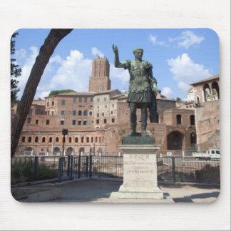 Den romerska kejsaren brons statyn på fora musmatta