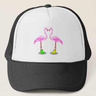 Den rosa flamingoen kopplar ihop danande en truckerkeps