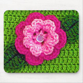 Den rosa rosiga blomman med pärlan knäppas den mus matta