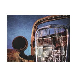 Den rostiga gammala bilen grillar canvastryck
