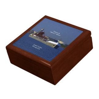 Den seger- & James L. Kuber minnessaken boxas Presentskrin