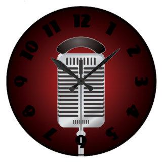 Den sjungande mikrofonen tar tid på stor klocka