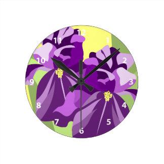 Den skäggiga Irisblomman tar tid på Rund Klocka