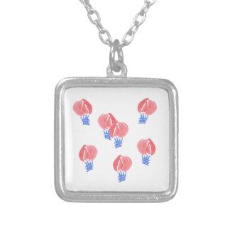 Den små luftballongen kvadrerar halsbandet silverpläterat halsband