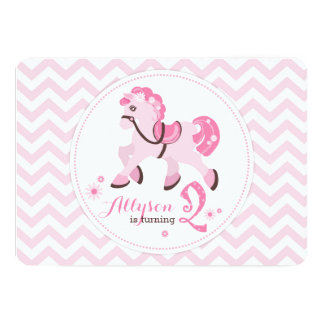Den söta ponnyn med den rosa sparren understöder 12,7 x 17,8 cm inbjudningskort