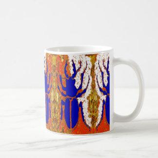 Den Staghorn skalbaggen kopplar samman guld- gåvor Kaffemugg