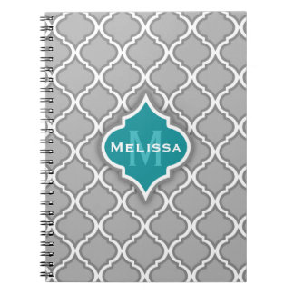 Den stilfulla krickan och grått marockanskt belägg anteckningsbok med spiral