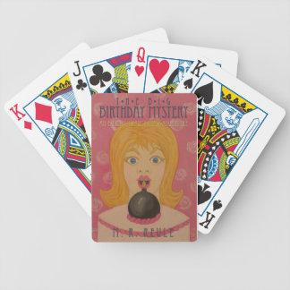 Den stora födelsedaggåtan: Parodibokomslag Spelkort