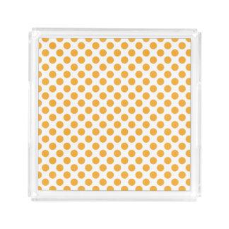 Den stora orangen pricker på vit bricka