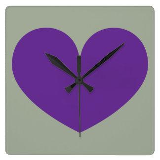 Den stora purpurfärgade hjärtadesignväggen tar tid fyrkantig klocka