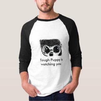 den stora valphunden synar skjortan med en qoute tshirts