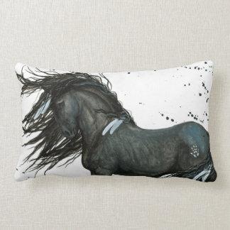 Den svart hästen vid Bihrle kudder Prydnadskudde