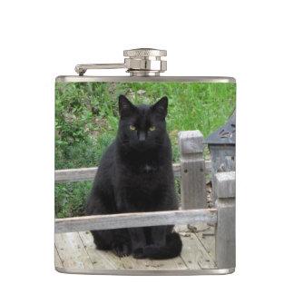 Den svart katten överbryggar vinylen slågna in fickplunta