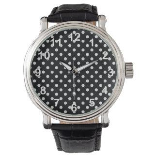 Den svartvita polkaen pricker mönster armbandsur