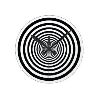 den svartvita yr illusionen cirklar konst vo1 rund klocka