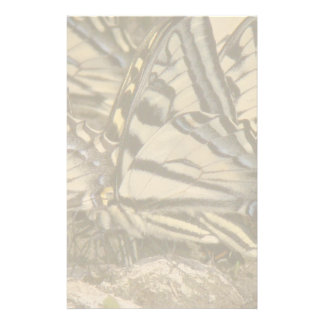 Den Swallowtail fjärilen blommar blom- djurliv Brevpapper