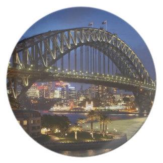 Den Sydney hamnen överbryggar och parkerar det Hya Tallrik