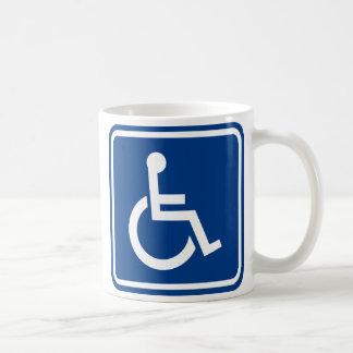 Den tillgängliga handikappade rullstolen kaffemugg