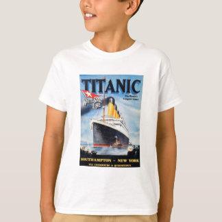 Den Titanic vitstjärnan fodrar - världens största T Shirt