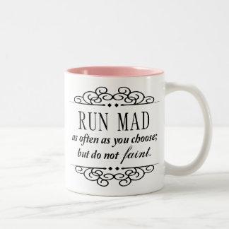 Den tokiga springan/svimmar inte den Jane Austen Två-Tonad Mugg