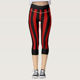 Den traditionella piraten flåsar röd svart leggings