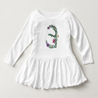 Den tredje födelsedagflicka småbarn rufsar t-shirt