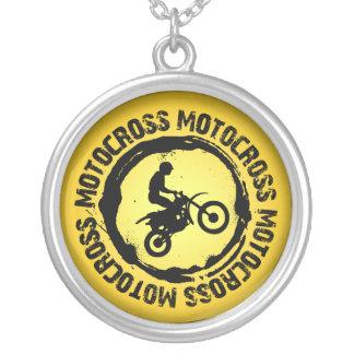 Den trevliga motocrossen förseglar 1 halsband med rund hängsmycke