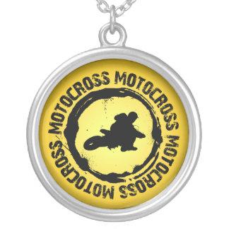 Den trevliga motocrossen förseglar 2 halsband med rund hängsmycke