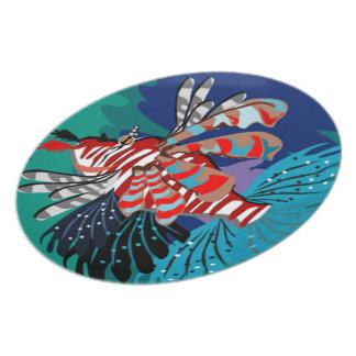 Den tropiska fisken pläterar tallrik