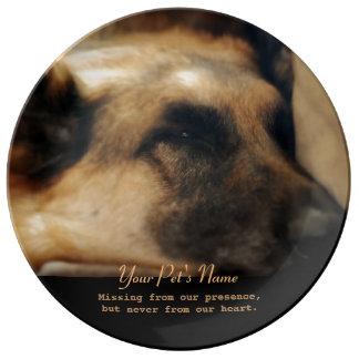 Den tyska minnesmärken för herdehusdjurförlust porslinstallrik