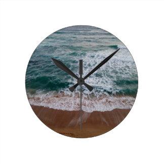 Den underbara havvägen tar tid på medium rund klocka