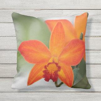 Den utomhus- tropiska orchiden kudder kudde
