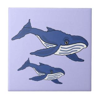 Den valmodern och babyen för blått AW belägger med Liten Kakelplatta