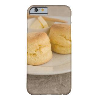 Den vanliga sconen med smör pläterar på barely there iPhone 6 fodral