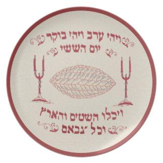 Den vintage broderade challahen täcker tallrikar