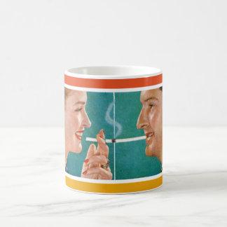 Den vintageadvertizingkaffe & cigaretten kopplar vit mugg