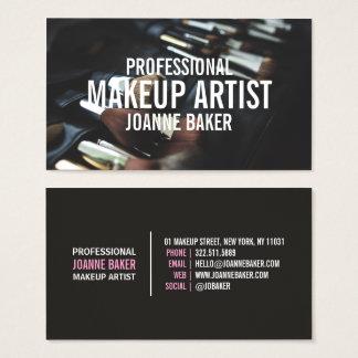 Den yrkesmässiga makeupkonstnären borstar modern visitkort