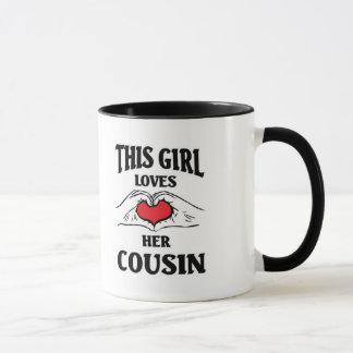Denna flicka älskar henne kusinen mugg