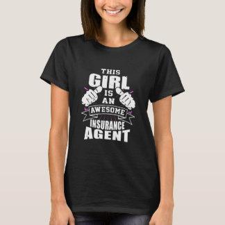 Denna flicka är en enorm försäkringagent tshirts